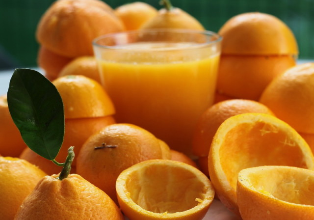 Suc proaspat stors din portocale proaspat culese. Unul din avantajele traiului in Tenerife.