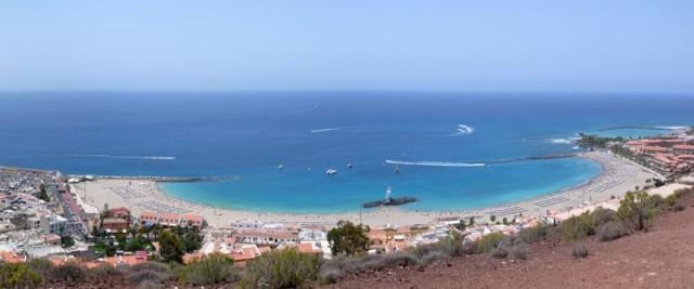 Playa de las VIstas, între Los Cristianos şi Las Americas - destul de lungă, destul de lată, nisip auriu, nu foarte fin, tocmai bun, apa faină, valuri de cele mai multe ori