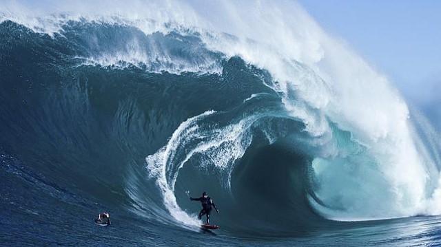 Nazaré - record mondial în 2012 pentru cel mai mare val pe care s-a făcut surf